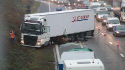 Zwaar verstoord verkeer op E17 door aanrijding tussen 2 vrachtwagens