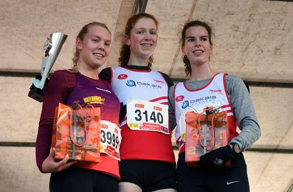 De podiumplaatsen van de 4 kilometer bij de vrouwen: 1. Hanne Van Loock 2. Kiara Lenaertz  3. Friedel Cuypers