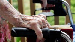 Oma (72) met rollator krijgt 4 maanden cel voor slagen aan 16-jarig meisje