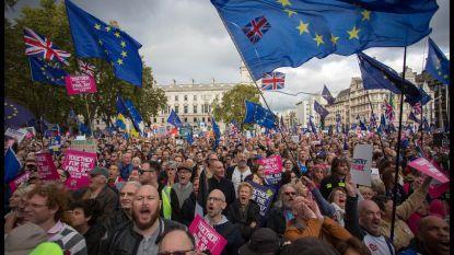 """""""Met 1 miljoen op straat voor nieuw referendum"""""""