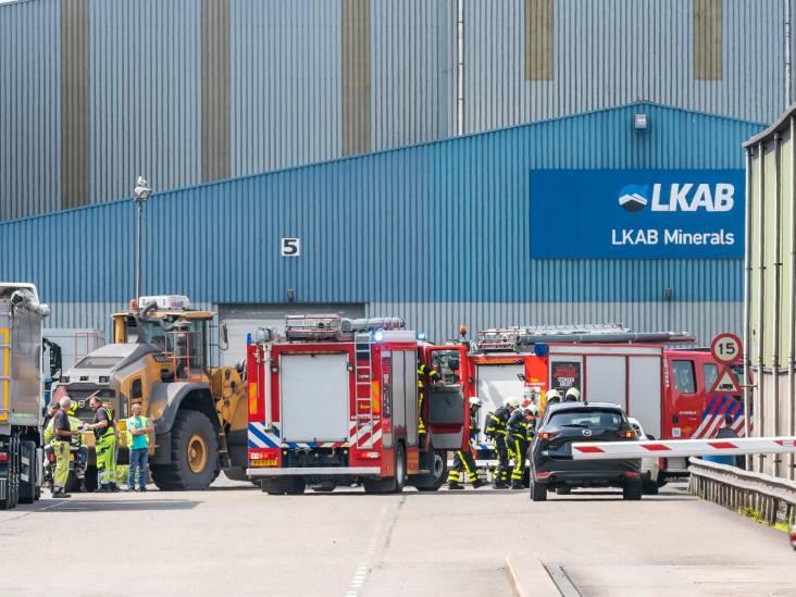 Gewonde bij grote brand op industrieterrein Moerdijk, veel rook zichtbaar