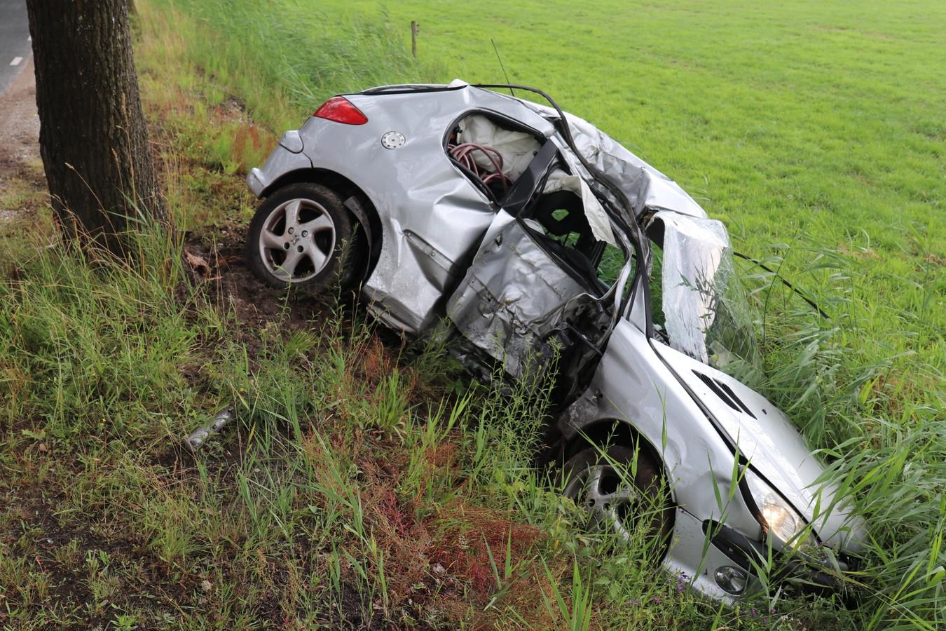 Het voertuig raakte zwaar beschadigd.