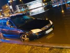Vrouw belandt met auto in Nijmeegse fontein: 'U parkeert hier, mag dat?'