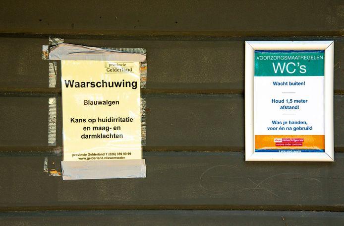 Bij het Wylerbergmeer in Beek werd eerder blauwalg geconstateerd. Er hangen waarschuwingen bij de ingang en bij de toiletten.
