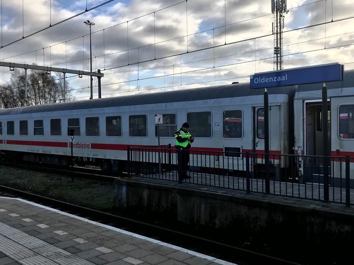 Een internationale trein is zojuist bij station Oldenzaal geëvacueerd.