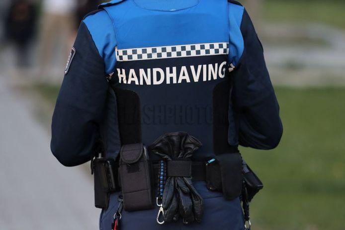 Handhavers van de gemeente Schiedam blijven de komende tijd binnen.