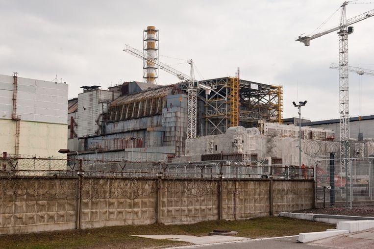De 'sarcofaag' over de ontplofte reactor in Tsjernobyl, die binnenkort een nieuwe overkapping krijgt. Beeld Chris Heijmans