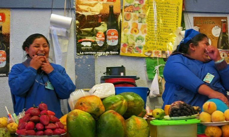 Straatverkoopster Nathaly en haar moeder. Beeld Ynske Boersma