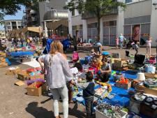 Kinderen verdienen zakcentje op rommelmarkt Almelo
