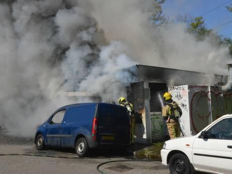 Voormalige patatkraam aan Trekvlietplein verwoest door brand, ook een busje loopt flinke schade op
