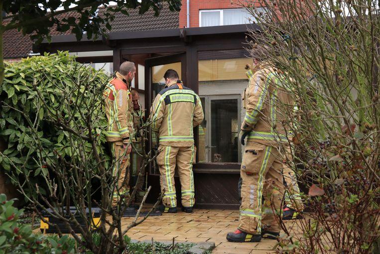 De brandweer kwam ter plaatse om de deur tijdelijk dicht te maken.