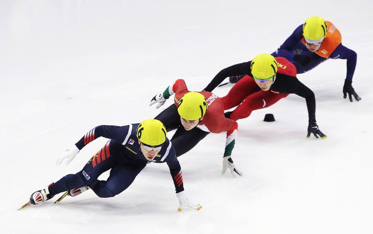 Van links naar rechts: Seo Yi-Ra, Lio Shaoang, Shi Jingnan en Sjinkie Knegt dit weekeinde tijdens wereldbekerwedstrijden op de Mokdong Ice Rink in Seoul. Beeld getty