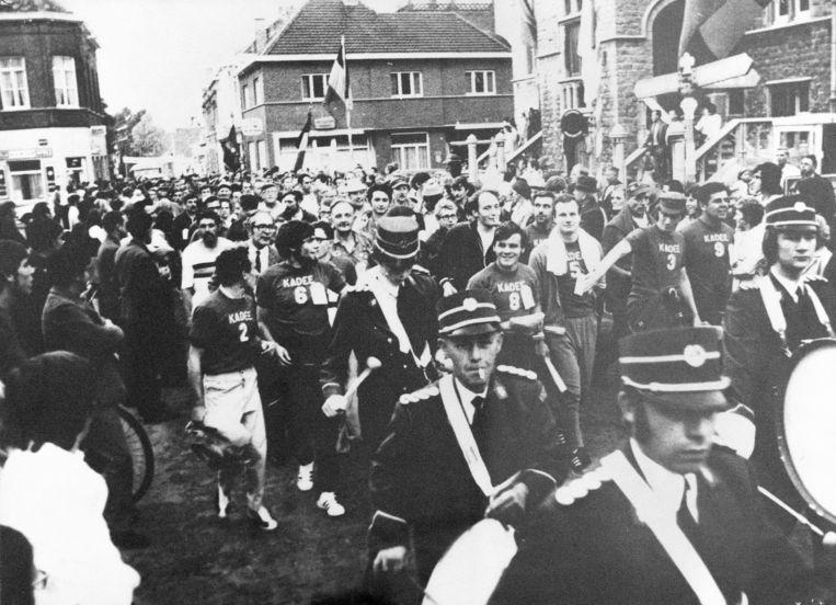 Start van de Dodentocht in 1971 aan het Landhuis.