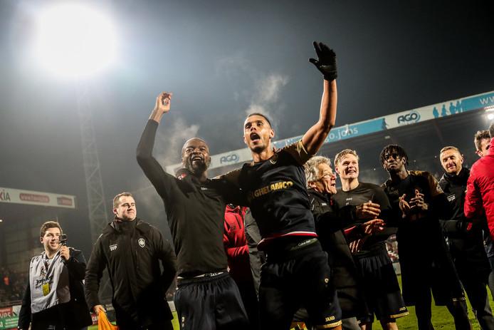 De chaos in het Belgisch voetbal is door onder anderen Antwerp en Gent compleet.