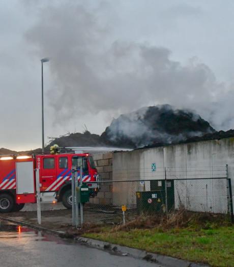 Brandweer wéér naar afvalverwerker; bedrijfsleider spreekt van broei in plaats van brand