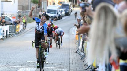 Collega-renners en wielerteam rouwen samen om Joren Touquet (26)