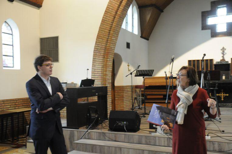 Jonas Danckers en Monique Swinnen legden het pop-up concept uit in de kapel Bergvijver in Aarschot.