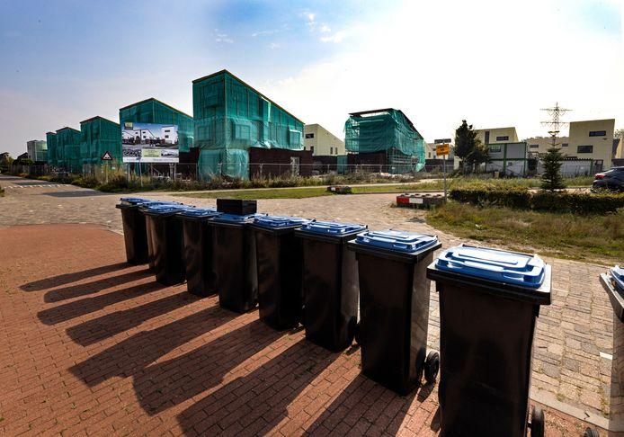 Aan de Voorste Akkerweg ligt de bouw van 26 huizen al lange tijd stil, omdat de bouwer geen geld meer krijgt van de projectontwikkelaar.
