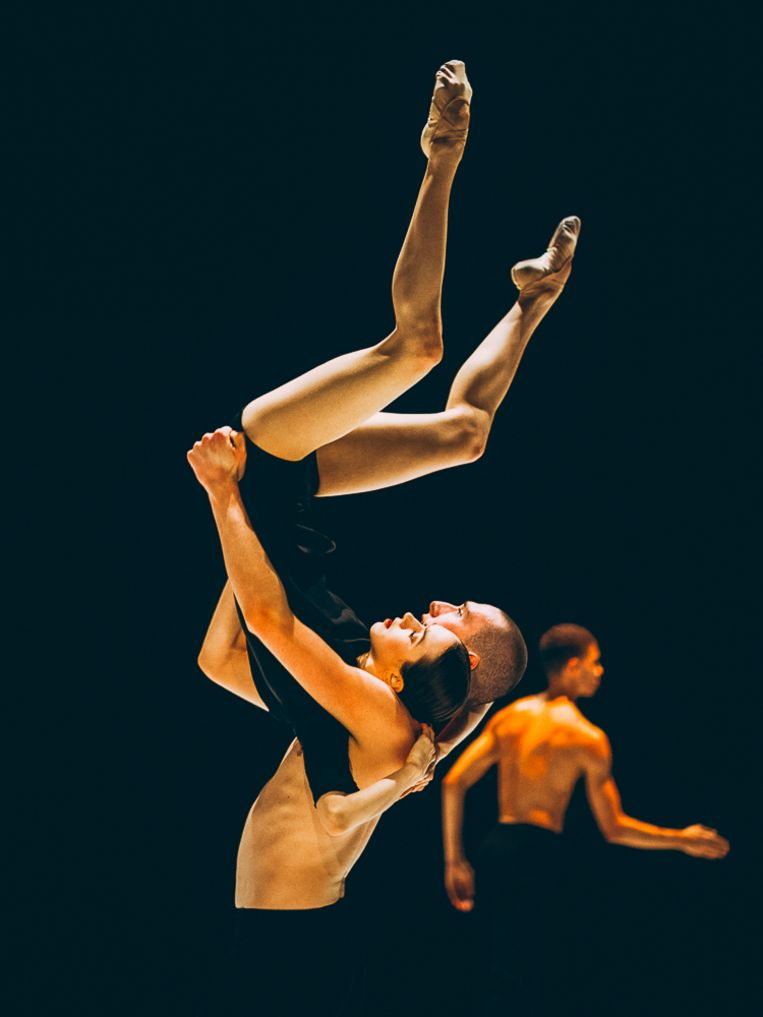 Postscript van choreografen Sol León & Paul Lightfoot door Nederlands Dans Theater 2. Beeld Rahi Rezvani