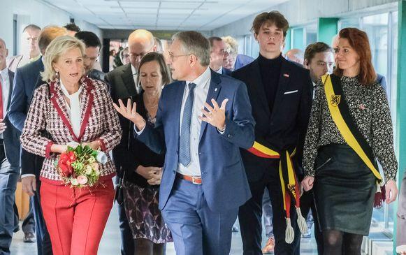 Prinses Astrid vergezeld van vicerector Piet Desmet, burgemeester voor één dag Matisse Haerynck en schepen Ruth Vandenberghe