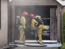 Auto vat vlam in garage in Veldhoven