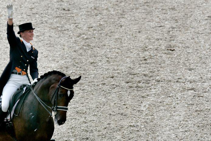 Imke Schellekens na haar geslaagde proef met haar toppaard Hunter Douglas Sunrise.