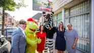 IN BEELD. Kortemark investeert in 14 verkeersborden van 'Zeppe en Zikki' aan schoolomgevingen