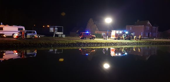 Aan de Thiebroekvaart belandde een voertuig in het kanaal. De bestuurder is overleden.