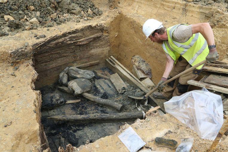 Bij  de opgravingen van  Hill 80 in Wijtschate werden stoffelijke resten gevonden van meer dan 100 soldaten .