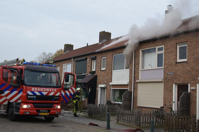 Op de bovenverdieping van een woning aan de Bootstraat in Etten-Leur woedt een brand