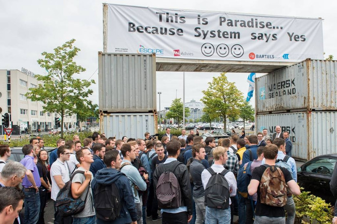 Zeventig studenten van de NHTV aan de Claudius Prinsenlaan in Breda volgen de kick-off van een gezamenlijk project van de hogeschool en elektronicabedrijf Samsung. foto René Schotanus/pix4profs