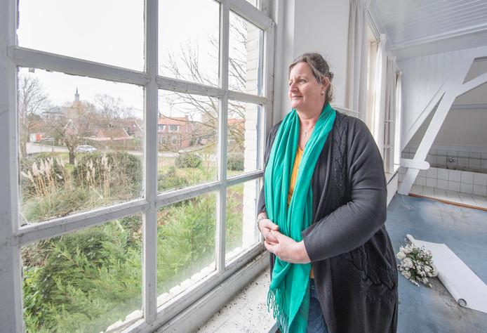 Marjan Geijs heeft plannen voor appartementen in de verpauperde Villa Zorgvliet in Wolphaartsdijk.