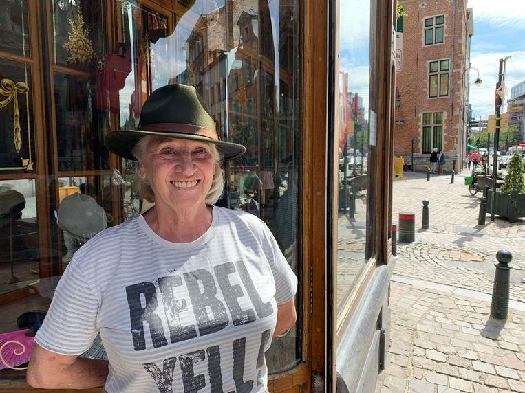 Martine Hupin voor haar winkel S en Ciel in de Marollen