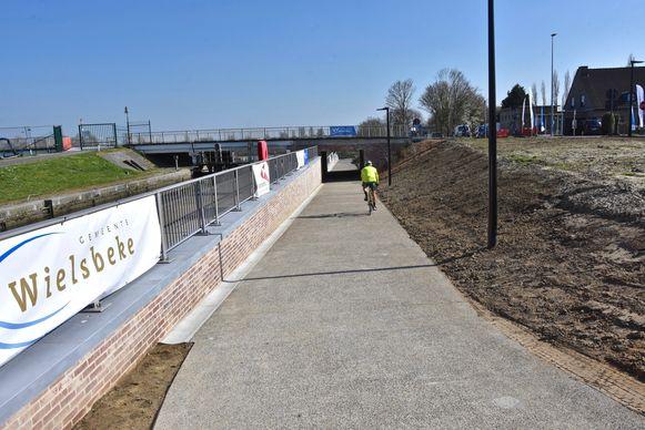Jaagpad met tunnel voor fietsers