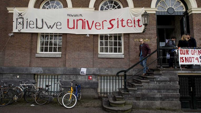 Het bezette Maagdenhuis in Amsterdam. Beeld null