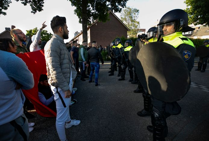 Er zou opnieuw veel politie nodig zijn om confrontaties te voorkomen bij een nieuwe Pegida-betoging. Mede daarom geeft burgemeester John Jorritsma geen toestemming voor het protest.