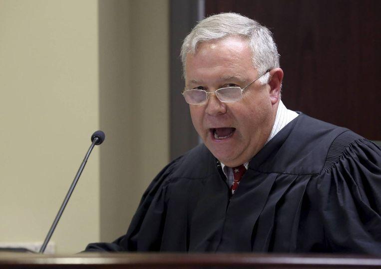 """""""Er zijn vier soorten mensen: blanken, zwarten, rednecks en nikkers"""", zei rechter James Gosnell Jr in 2003 in zijn rechtszaal. Hij zit nu de zaak van de racistische moord op negen kerkbezoekers voor."""