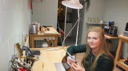 22-jarige goudsmid Laura Van Loocke opent eigen juwelierszaak in de Gentstraat