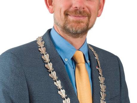 Burgemeester neemt afstand van berichten over herindeling Buren