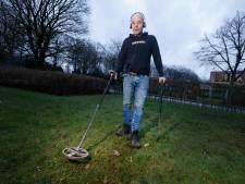Erik Jacobson (59) speurt naar bijzondere spullen met zijn metaaldetector: 'Het is uren zoeken en weinig vinden'