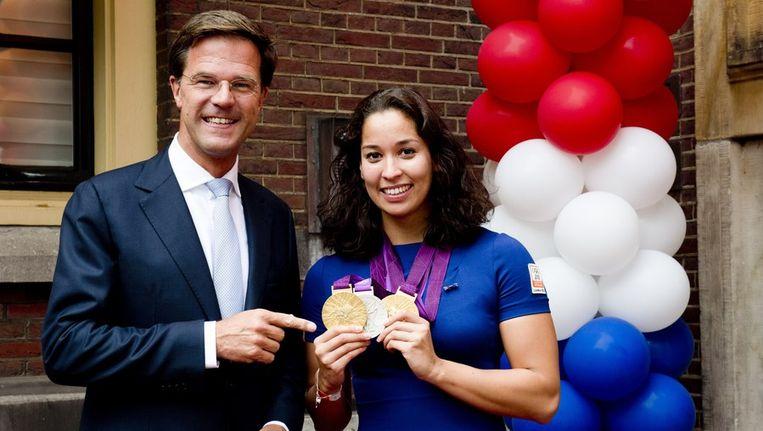 Premier Rutte en zwemster Kromowidjojo. Beeld anp
