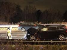 Vrouw (28) uit Tilburg overlijdt bij zwaar ongeluk met vier auto's op Midden-Brabantweg