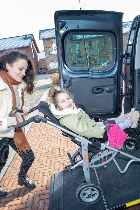 Vrijheid terug voor zieke Pip en Teun dankzij rolstoelauto