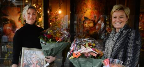 Brenda Huuskes en bloemsierkunst Marion winnen Kunst in de Etalage in Oldenzaal