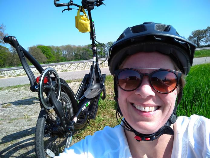 Tanja Slagter en haar teamgenoten doen in het weekend van 21 september mee aan 2bike4alzheimer: 5 etappes van elk 80 kilometer. Op de ElliptiGO.