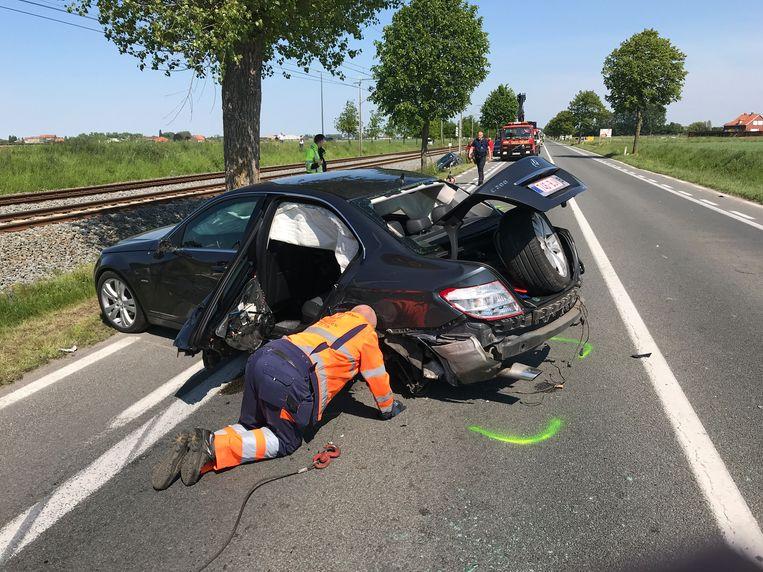 Zowel de Volkswagen als de Mercedes zijn na de zware klap allicht rijp voor de schroothoop