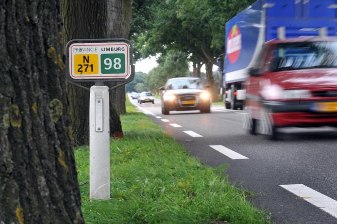 De N271, een lange provinciale weg die onder meer Gennep en Mook doorkruist.