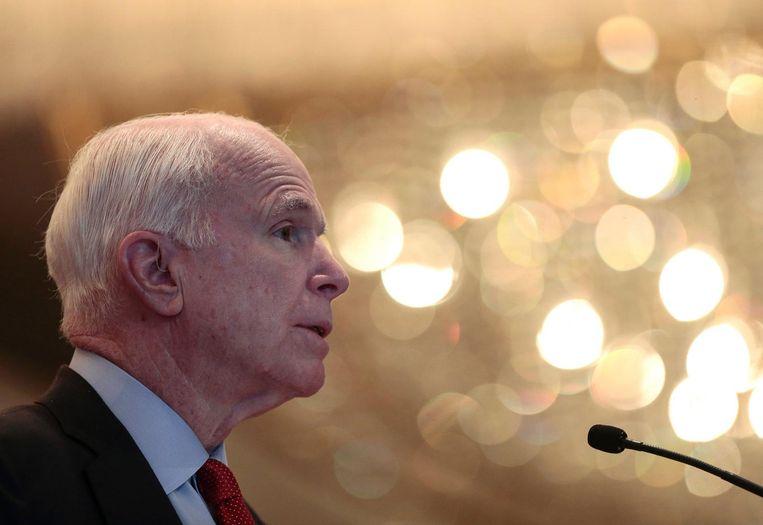 Trump bestempelde oorlogsheld John McCain - gerespecteerd senator en in 2008 de Republikeinse kandidaat voor het presidentschap - als een 'loser' omdat hij krijgsgevangene was in Vietnam Beeld epa