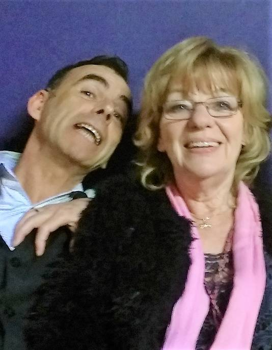John van Uden op een selfie met Getty Kaspers, de laatste Nederlandse winnaar van het Songfestival met Teach-In.