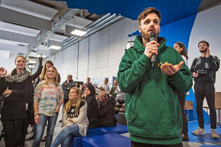 Hofman ging het land door in de hoop zo meer jongeren naar de stembus te krijgen. Beeld Guus Dubbelman